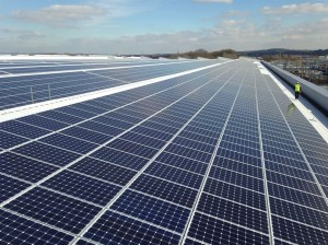 75184-jaguar-land-rover-installs-uks-largest-rooftop-solar-panel-array-at-its-engine-manufacturing-centre_LowRes